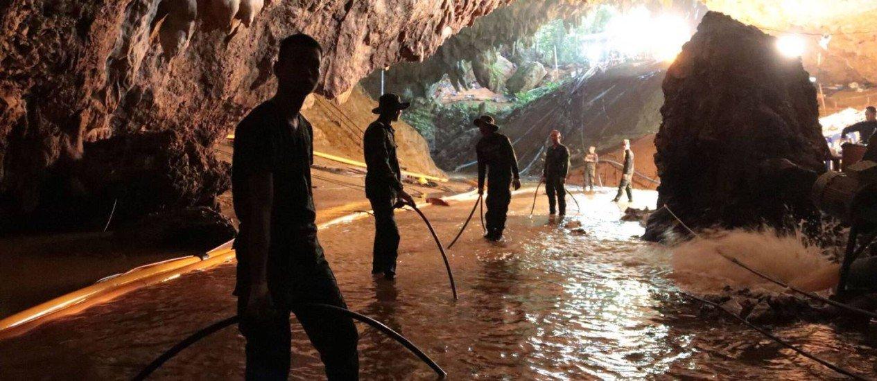 Caverna na Tailândia