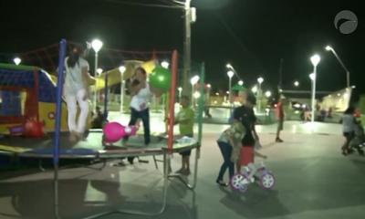 crianças na praça