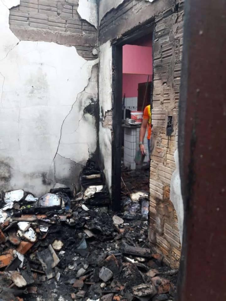 casa destruida pelo fogo