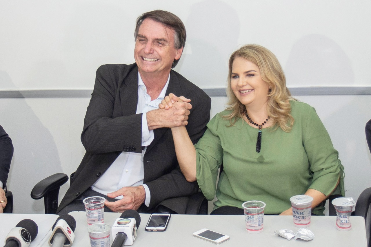 Resultado de imagem para IMAGENS DE MAURA JORGE NO AEROPORTO HOJE EM SÃO LUIS