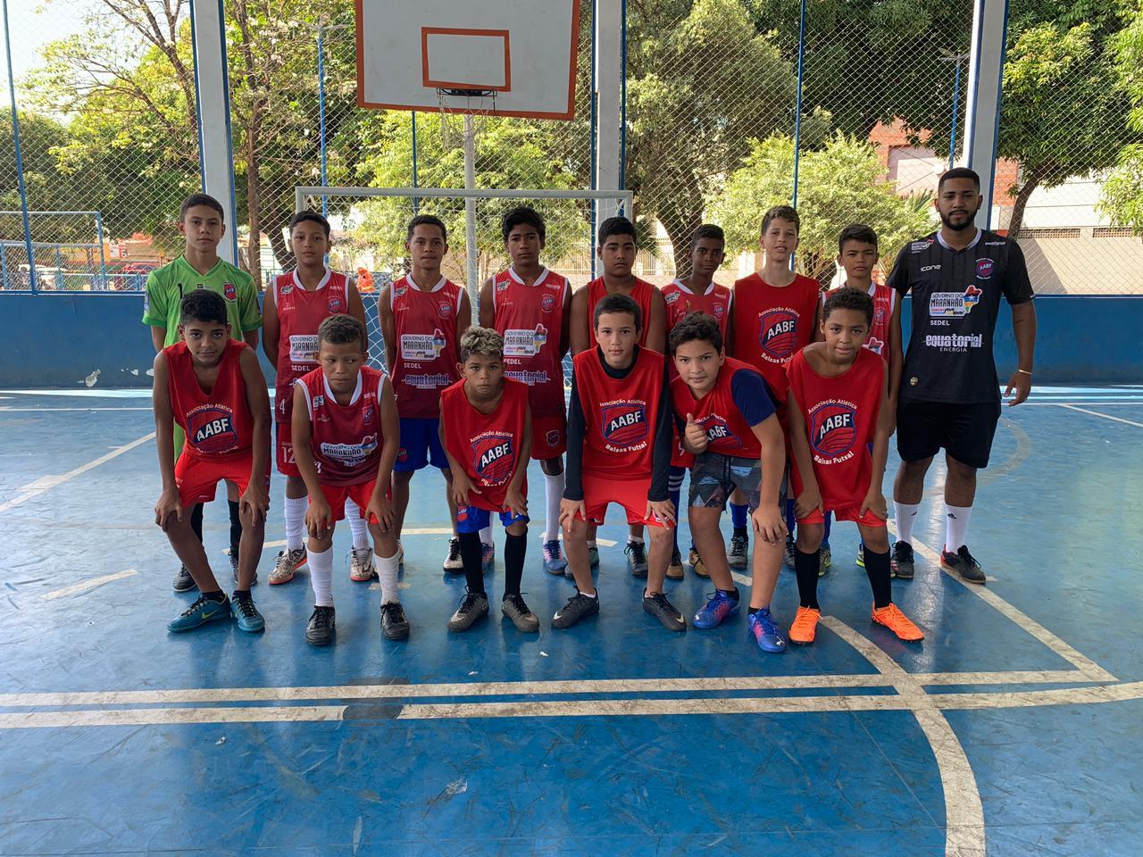 Time infantil da escola Balsas Futsal da cidade de Imperatriz