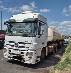 Caminhão que transportava 43.542 litros de etanol hidratado. (Foto: Divulgação)